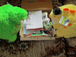 Mini T-Rex and Stegosaurus unboxing the Dino Drac fun pack!